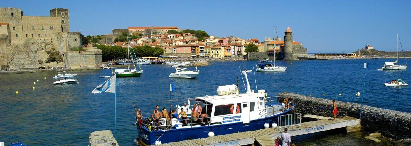 La bateau dans la baie de Collioure